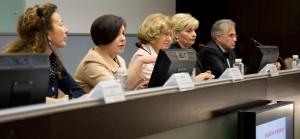 S leva na desno: Maja Piščević, izvršna direktorka AMeričke privredne komore, dr Dragana Milutinović, predsednica Skupštine Asocijacije, dr Jasmina Knežević, predsednica Etičkog odbora Asocijacije, prof. dr Slaveno Grgurević, direktor Unije poslodavaca Srbije